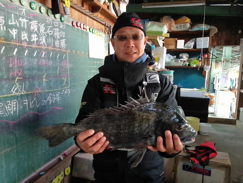 貯木場、午後からクロダイ好漁(^^)vサムネイル